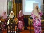 Pn. Norliza memberi sedikit ucapan meraikannya yang bertukar ke SK Kuala Ampang 1 sbg PK